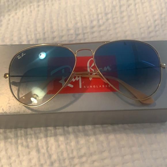 Blue to white gradient aviator sunglasses